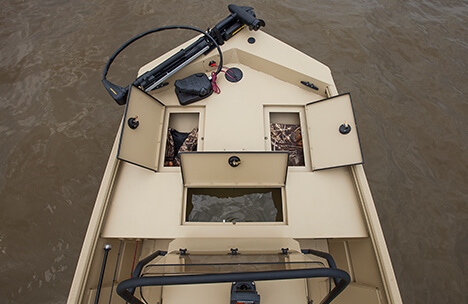 Bow Deck with 17 Gallon Livewell & Storage