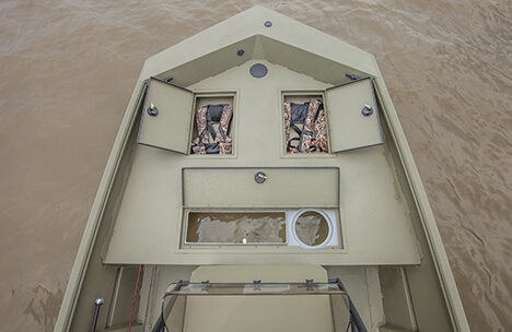 Bow Deck with 13 Gallon Livewell & Storage