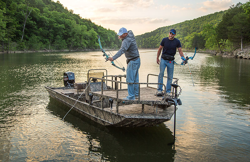 Crestliner bowfishing boats 2000 arrow for Bow fishing boats